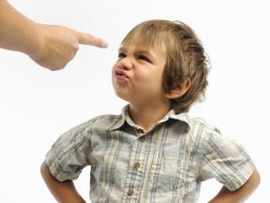 непослушный ребенок 300x226 Когда старший ребенок упрям и непослушен