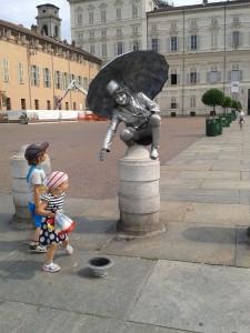 Live monument 225x300 Приключения Роси и Миры в Италии   фотоотчет